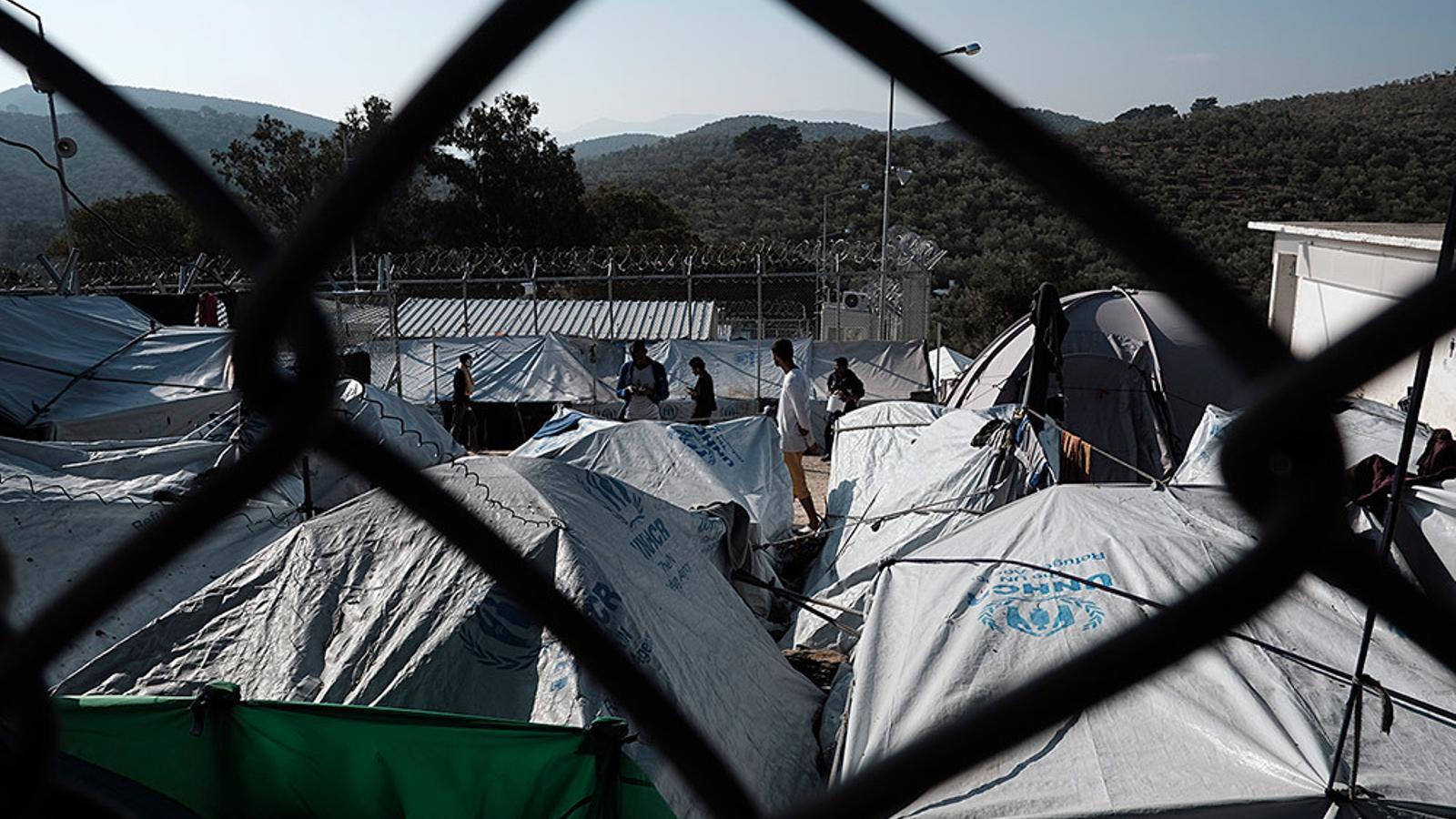 Vista d'un campd de refugiats a Grècia.