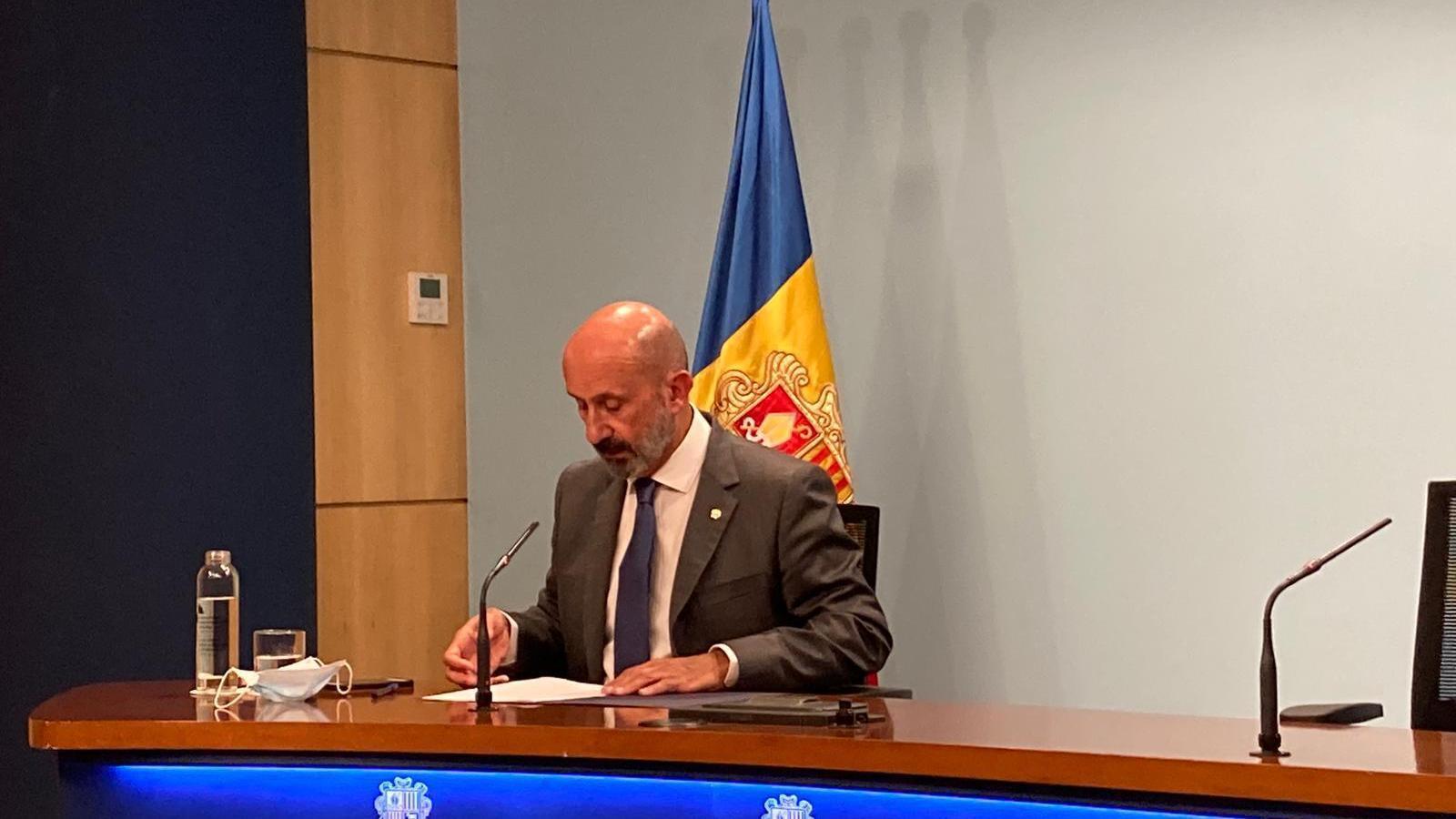 El ministre de Salut, Joan Martínez Benazet, durant la roda de premsa d'aquest divendres / AS