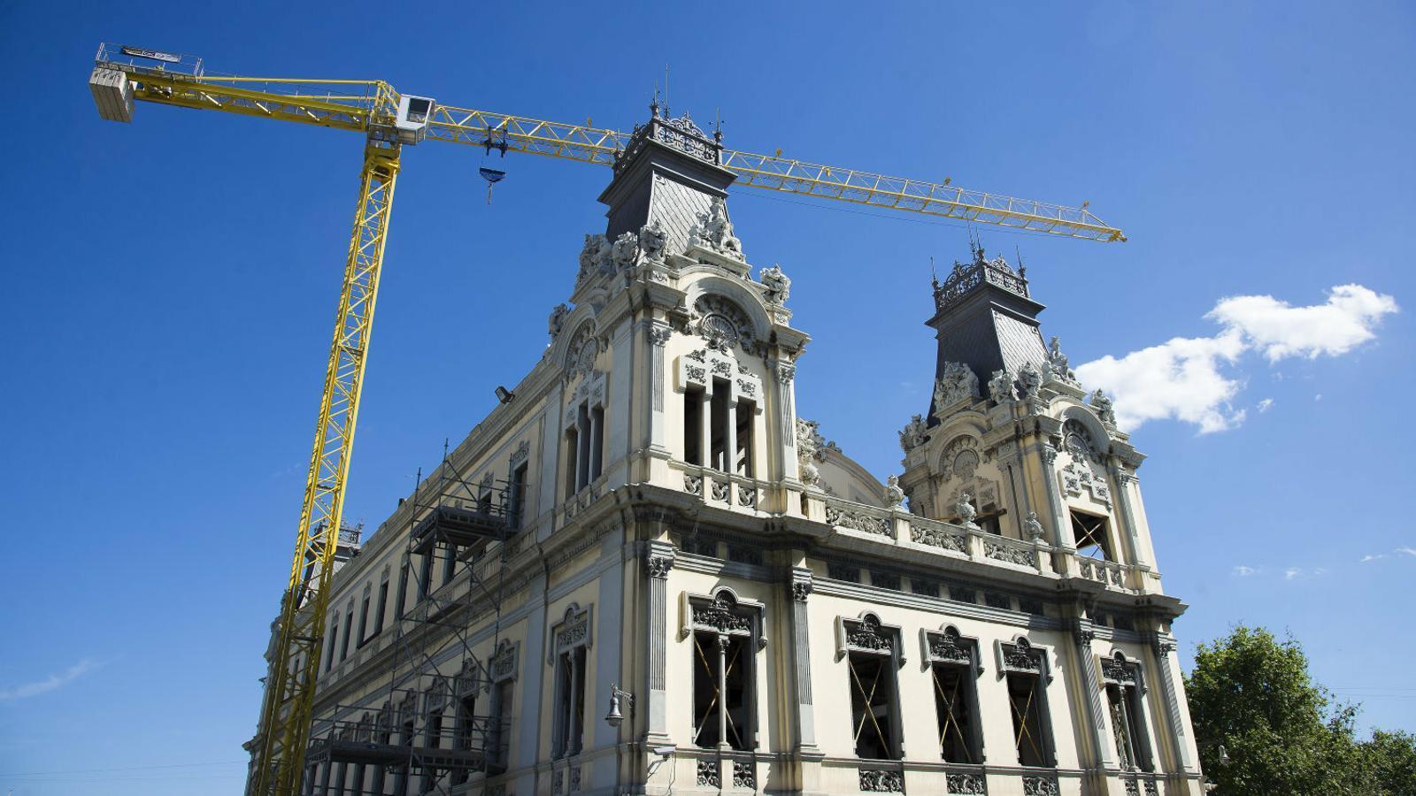 El govern espanyol suspèn les obres que interfereixin altres activitats per evitar el contacte personal