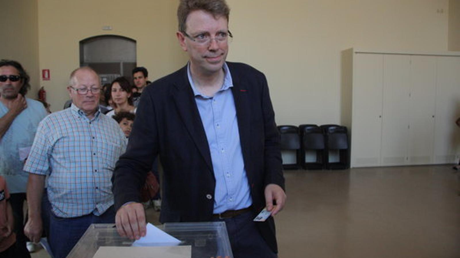 Ferran Bel, alcalde de Tortosa, votant ahir