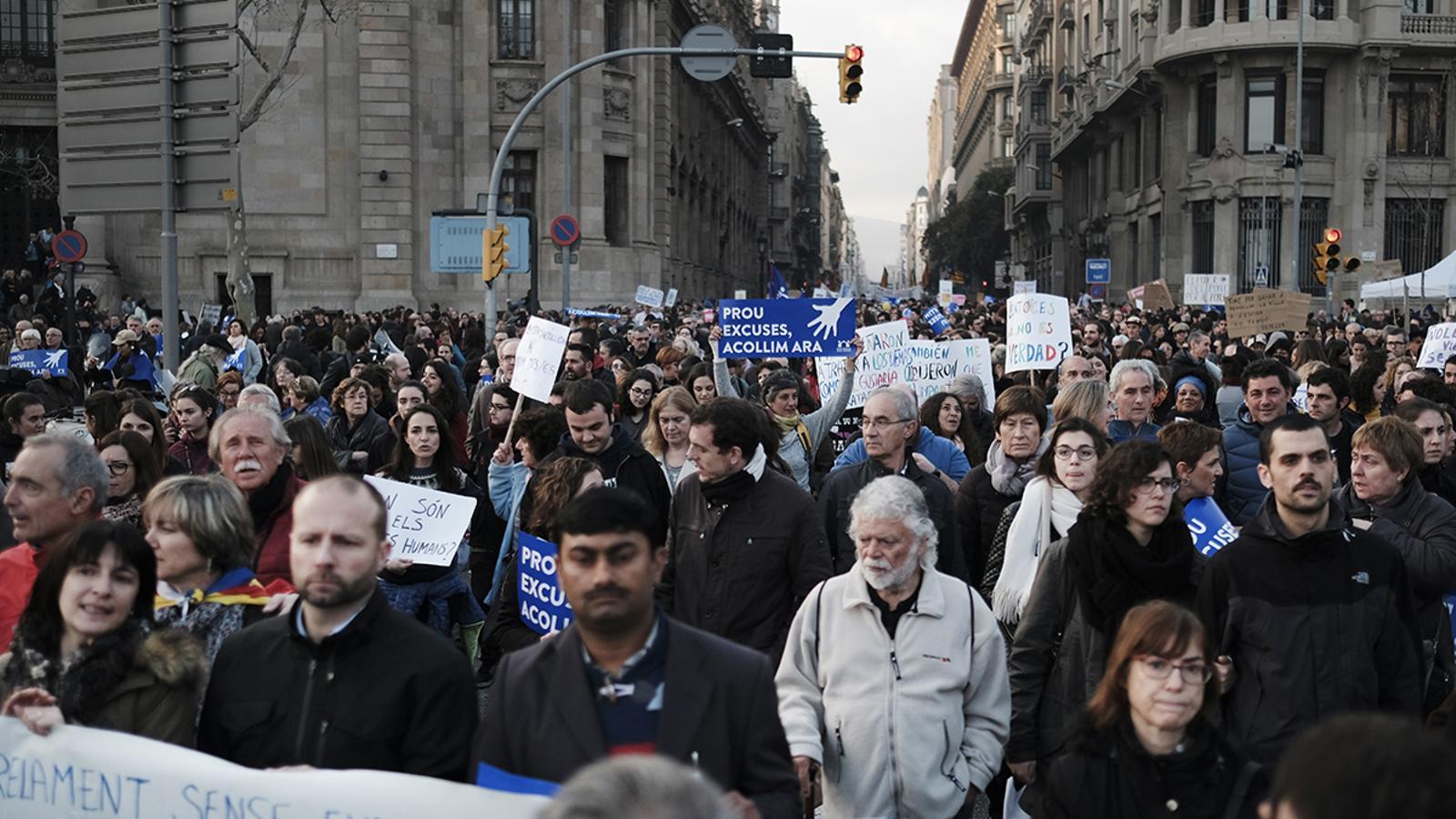 Protesta fins al Passeig Marítim de la Barceloneta / Xavier Bertral/ARA