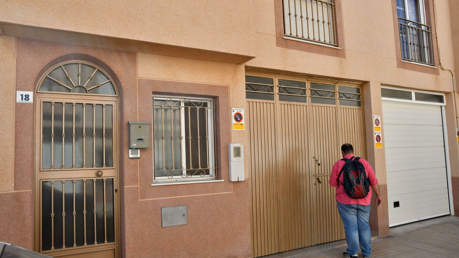 La Guàrdia Civil ha detingut a la barriada de Las Norias de Daza, a El Ejido (Almeria), una dona espanyola per la mort violenta del seu fill