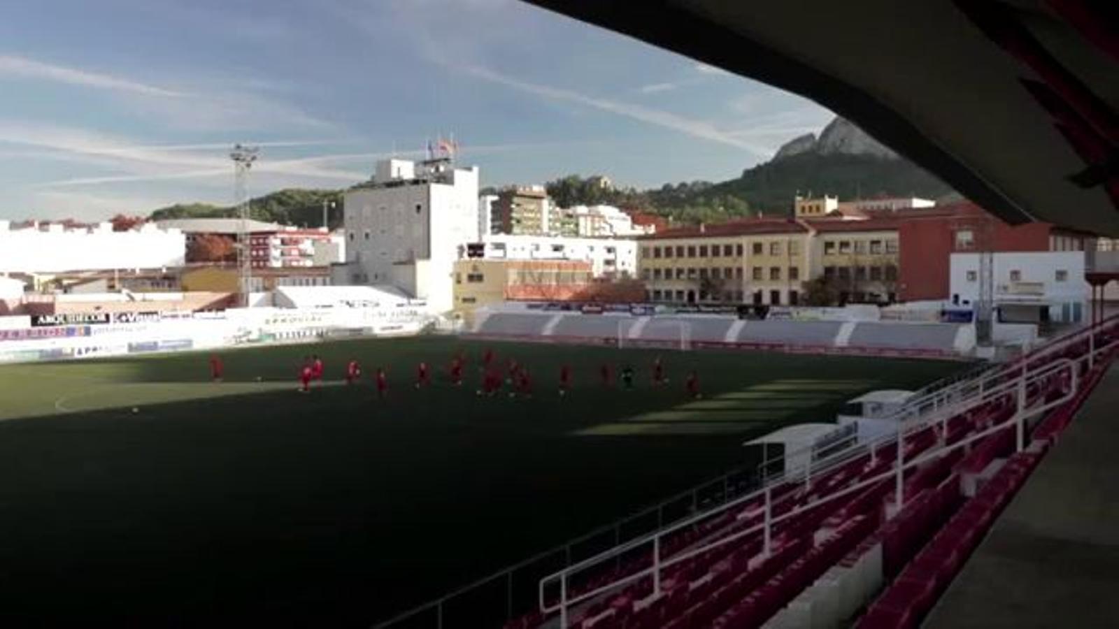 Els jugadors de l'Olímpic de Xàtiva, a ritme del 'Don't worry be happy'