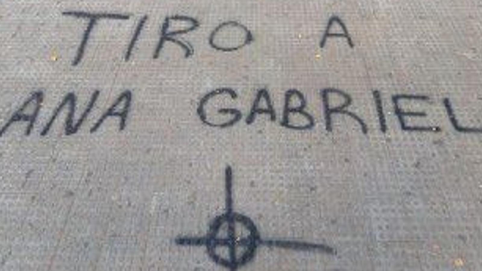 Pintades amenaçant de mort Anna Gabriel i de rebuig a la CUP abans d'un acte sobre l'1-O a la Universitat de València