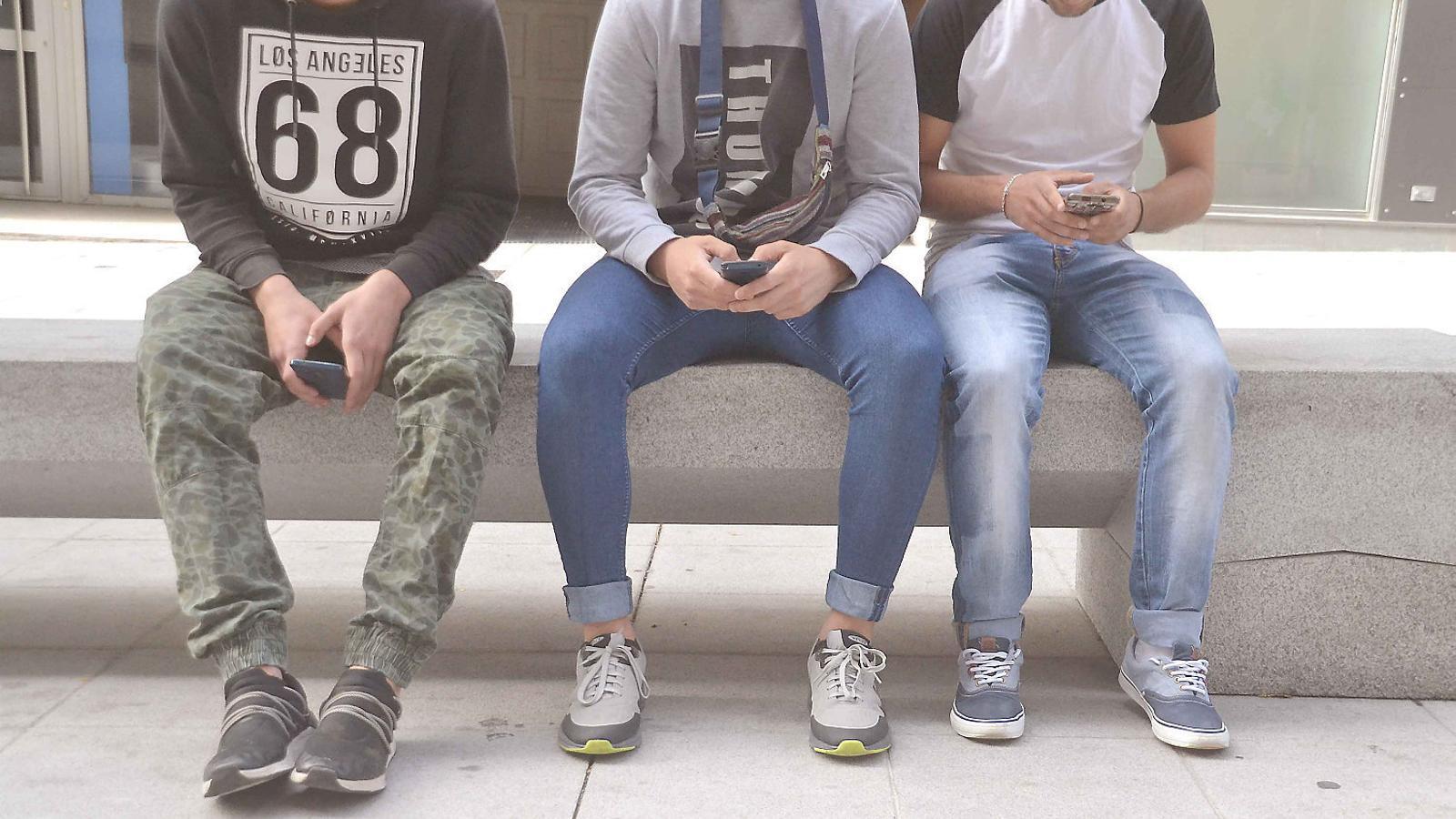 Els canvis en les conductes sexuals dels joves coincideixen amb el seu accés als smartphones.