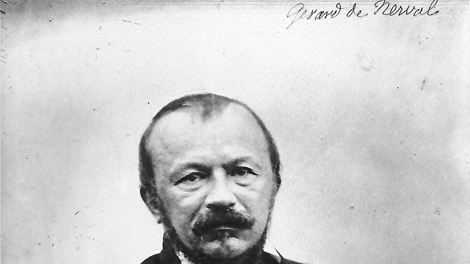 Gérard de Nerval  el 1855, pocs dies abans del seu suïcidi, fotogafiat per Adrien Tournachon, germà de Félix Nadar, a l'estudi del qual treballava.