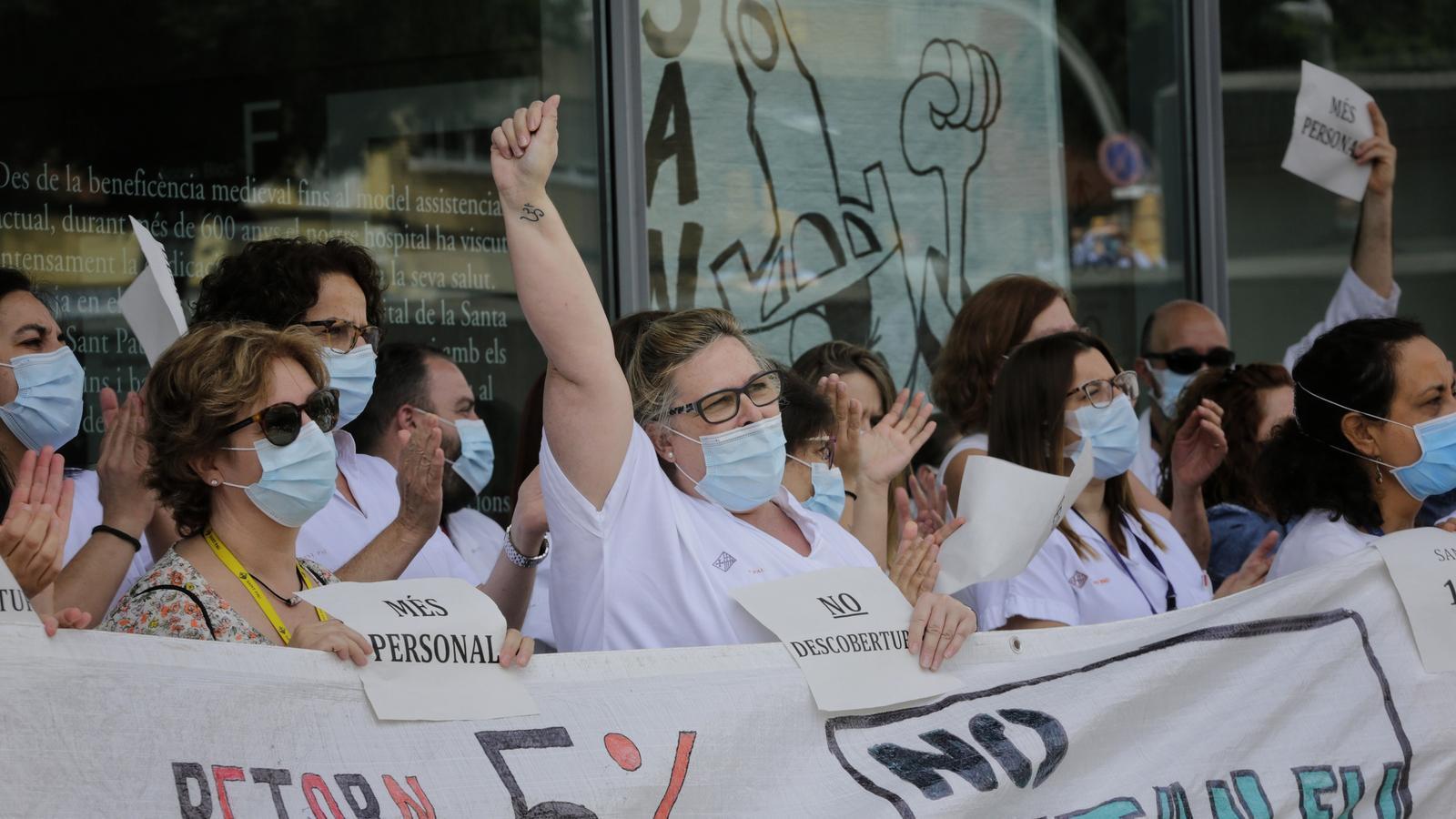 El Govern compensarà els professionals sanitaris amb una paga extra a l'agost d'entre 350 i 1.350 euros