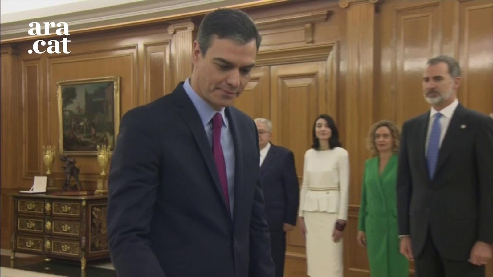 Sánchez promet el càrrec de president davant de Felip VI