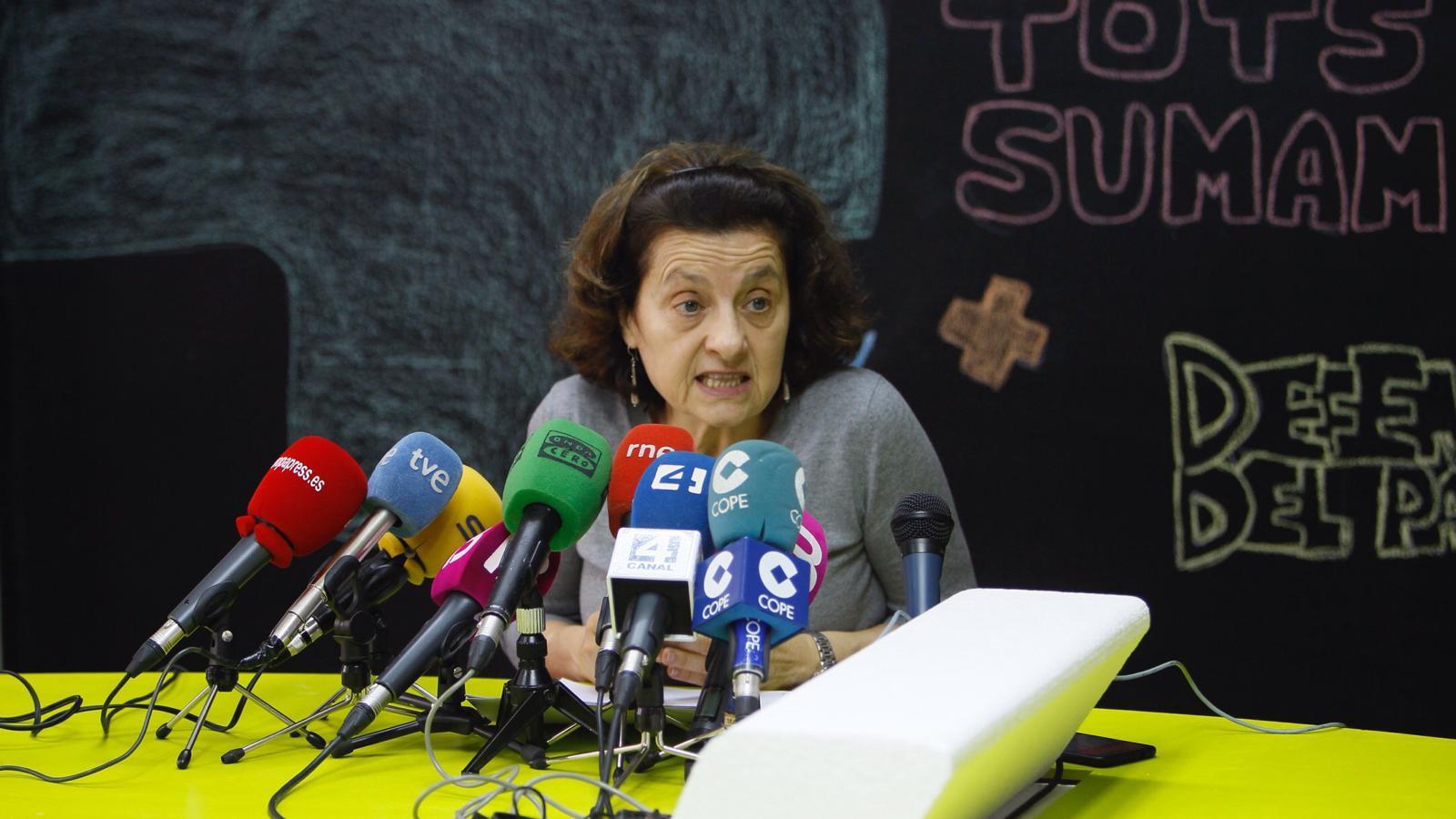 Fina Santiago durant la presentació de la seva candidatura a la seu de MÉS del carrer General Riera.