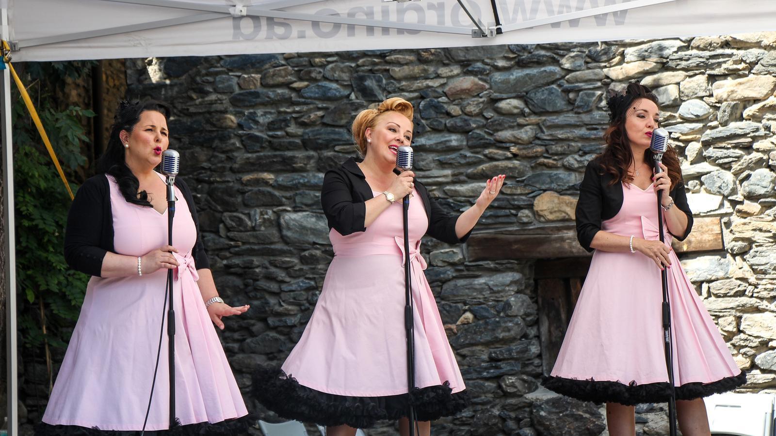 Fanny Pérez, Susanne Georgi i Mar Capdevila en l'actuació al mercat d'estiu d'Ordino. / P. R.