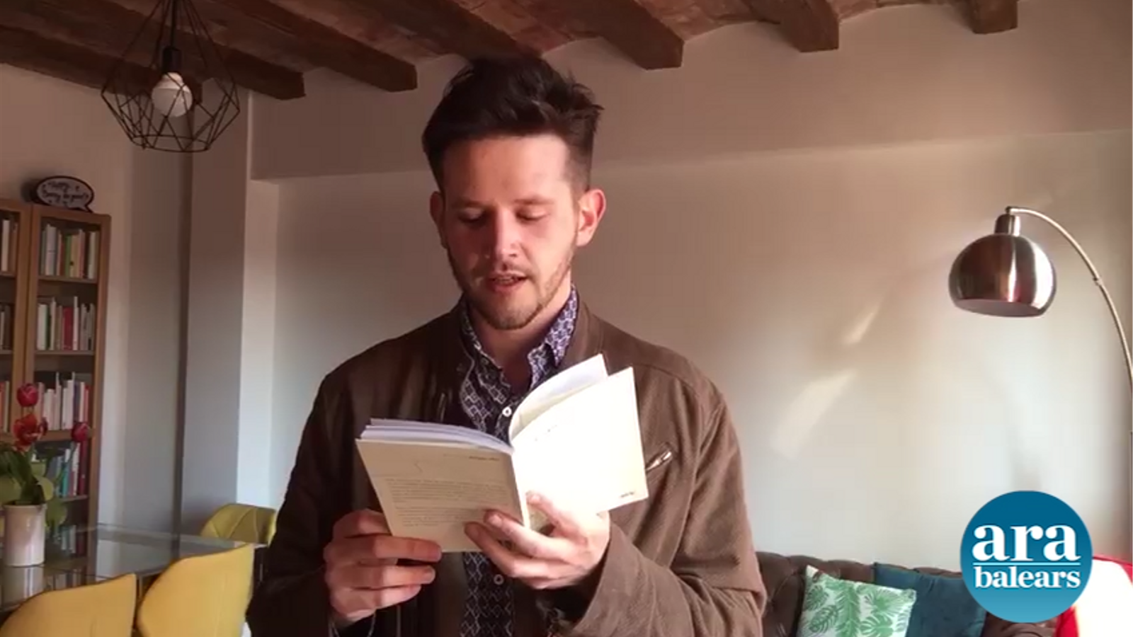 'Pòrtic' de la poeta Antonia Vicens, llegit per Sebastià Portell
