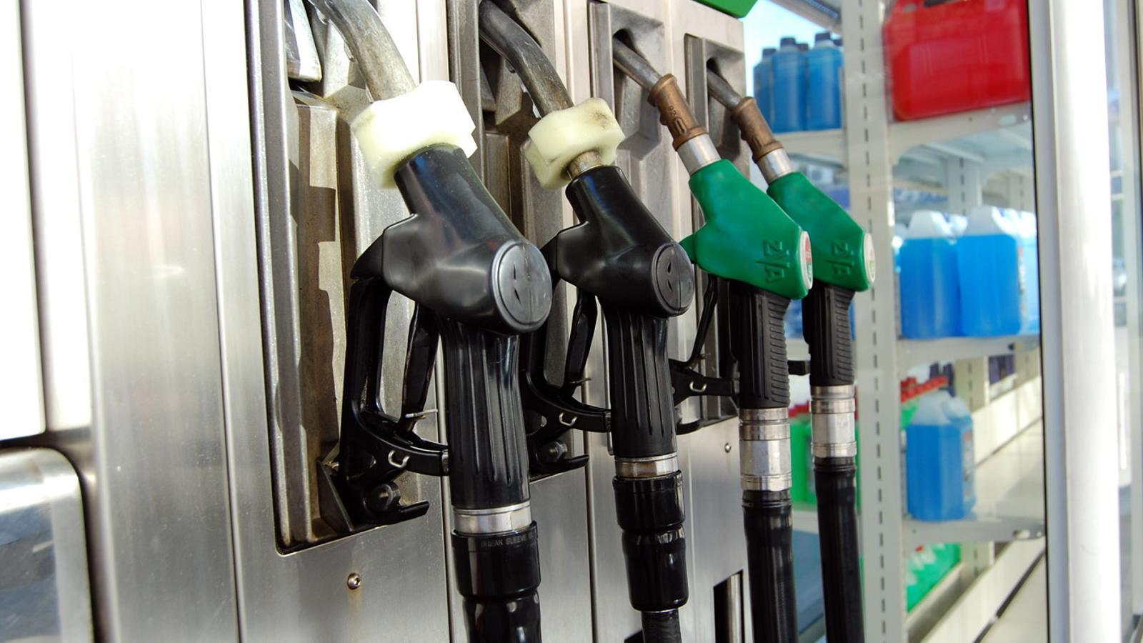 Sortidors de carburant en una benzinera d'Andorra. / ARXIU ANA