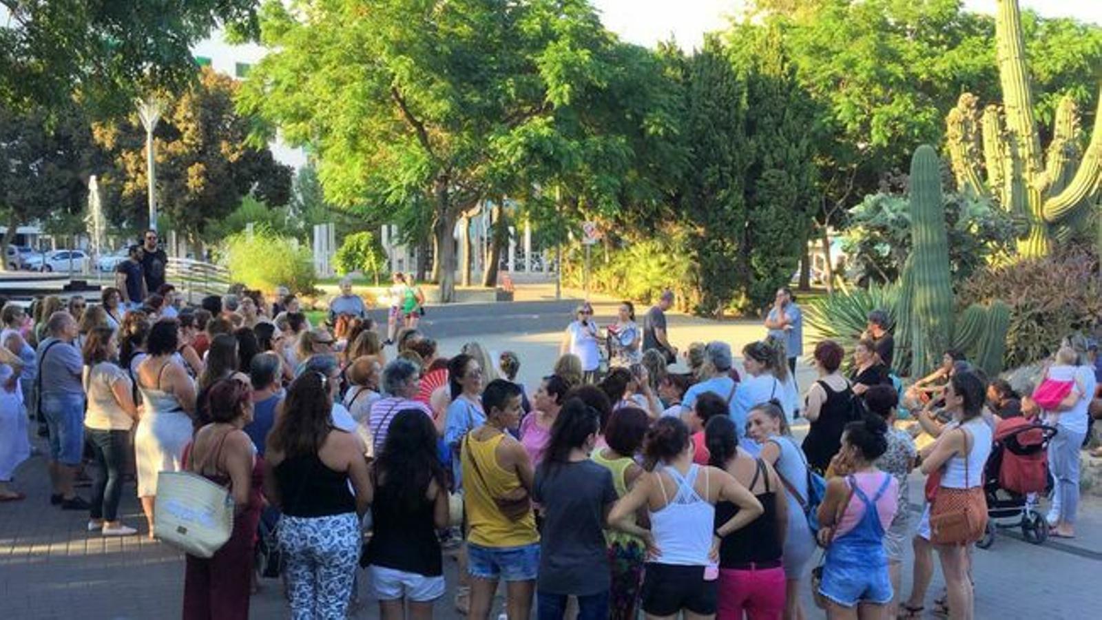 L'asamblea on les kellys varen votar fer vaga, al Parc de la Pau d'Eivissa