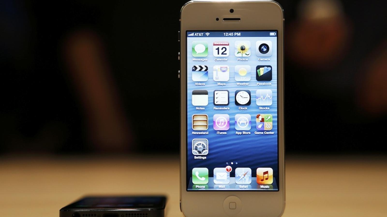 Així és el nou iPhone 5 (en blanc i en negre) / BECH DIEFENBACH / REUTERS
