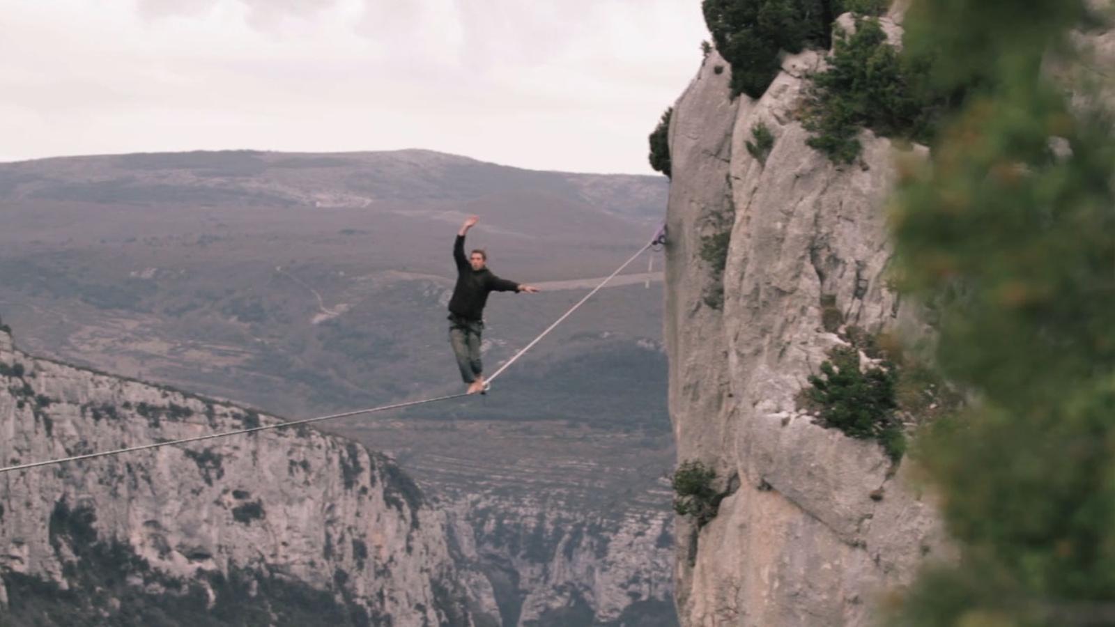 Equilibrisme a 700 metres sobre la vall del riu Verdon, a França