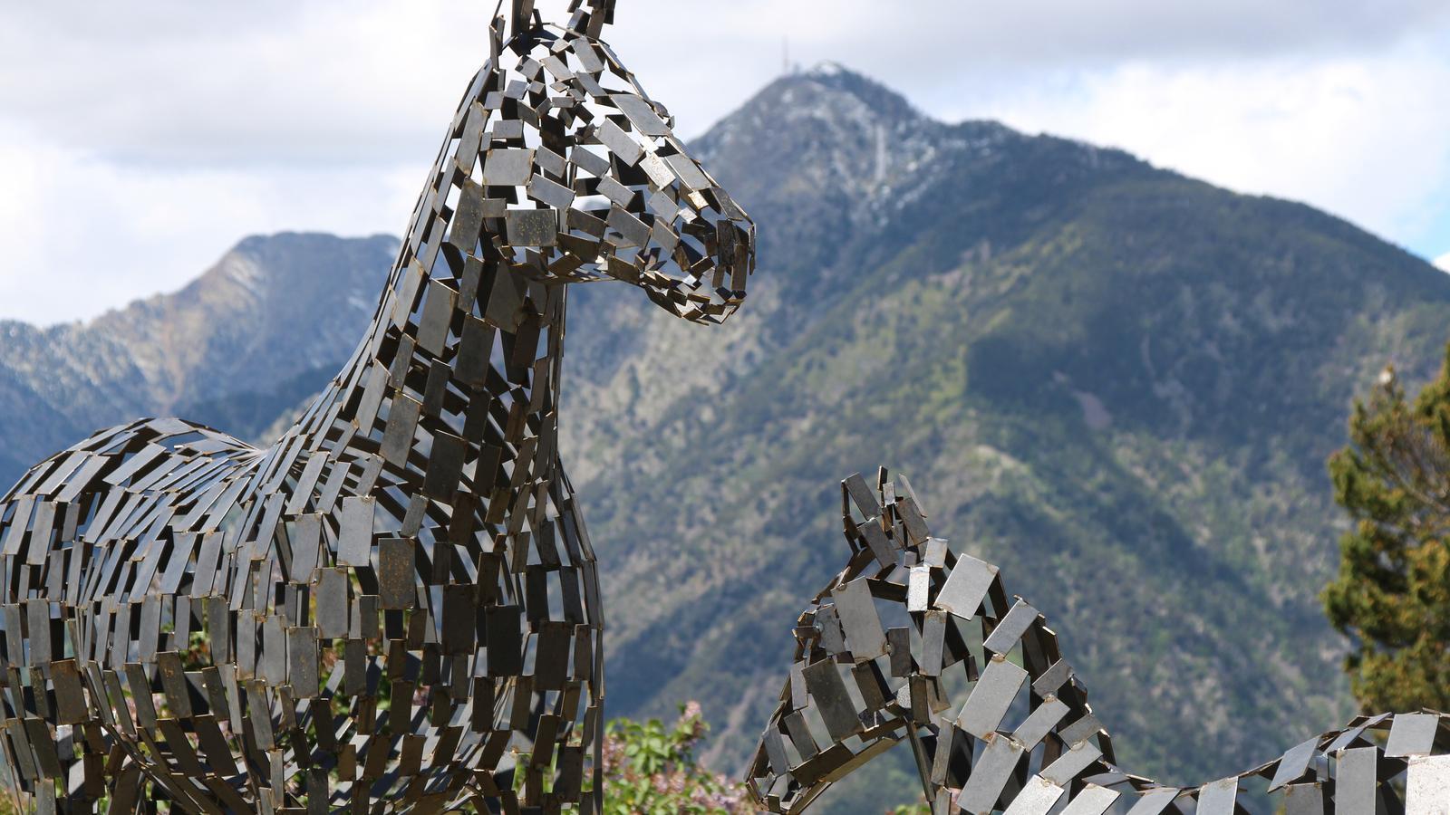 Mostra d'una de les escultures exposades a la Biennal L'Andart 2019. / M. R. F.