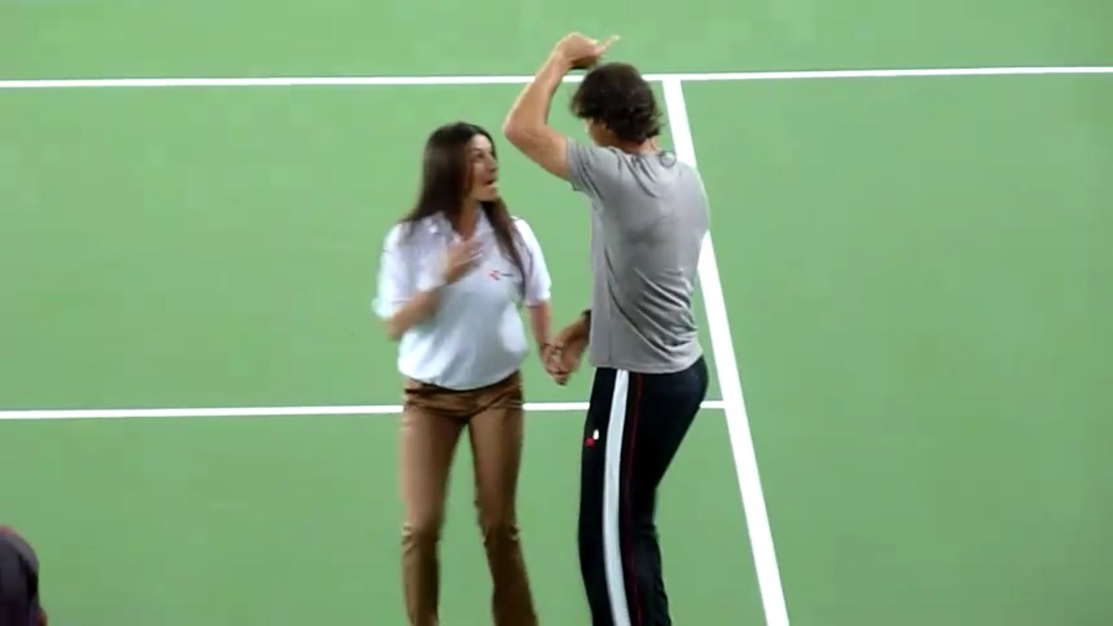 Ballem? Els tennistes Nadal i Djokovic es marquen uns passos de salsa