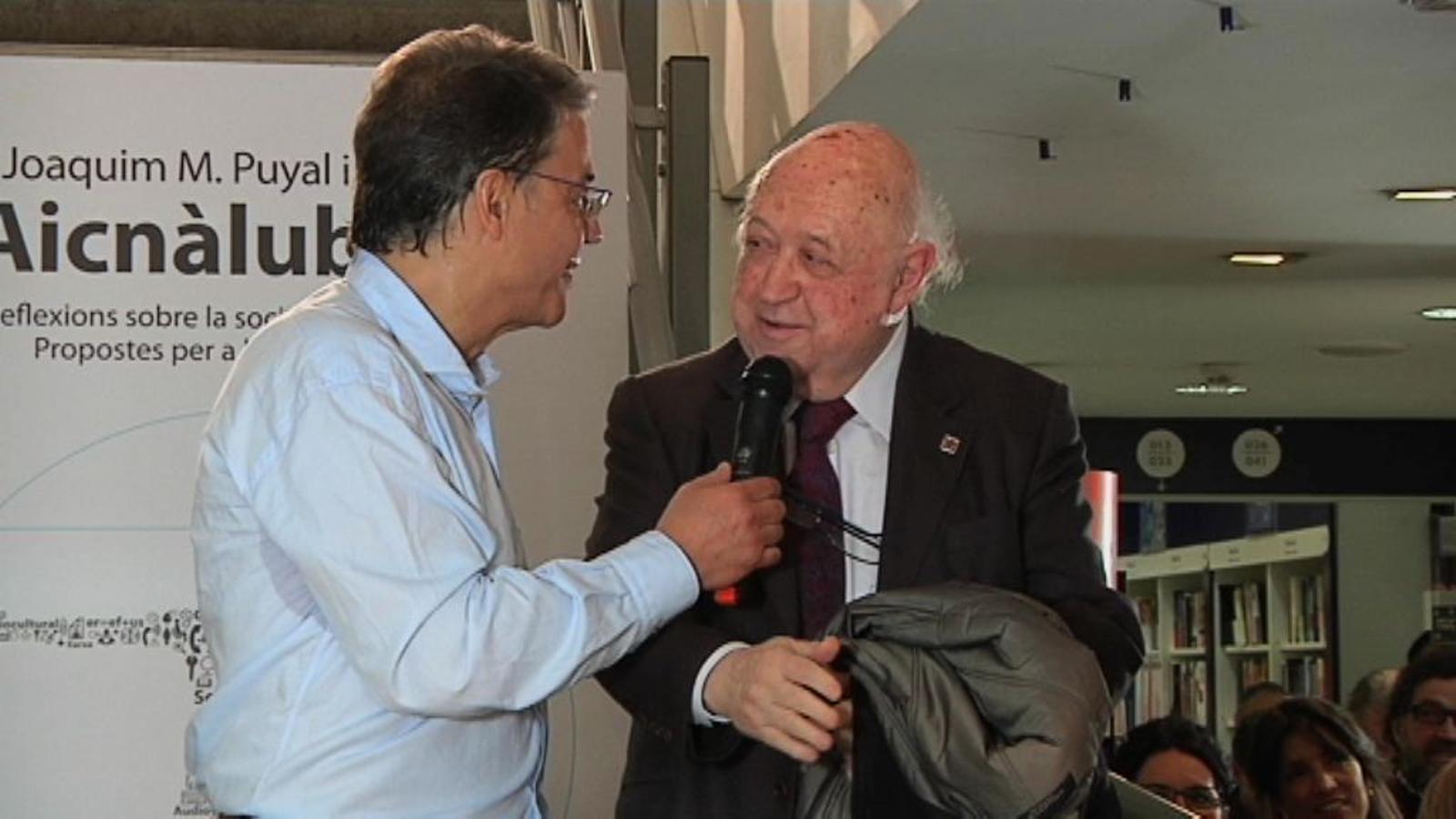 Josep Maria Cadena intervé a la presentació del llibre d'en Puyal