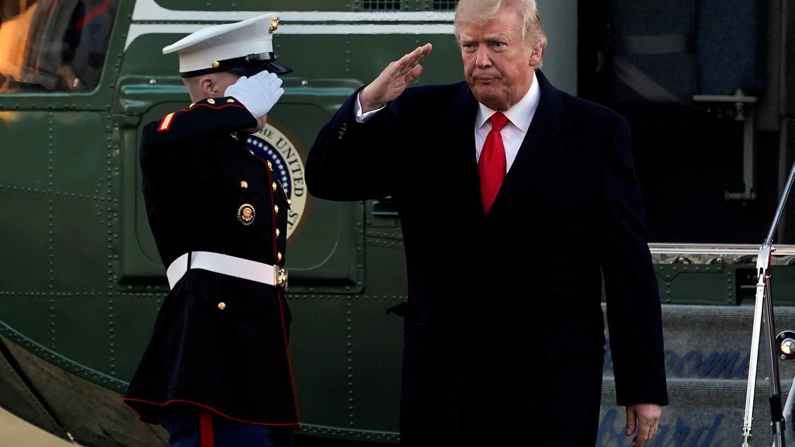 Trump va cancel·lar ahir el seu viatge a Mar-a-Lago a l'espera de si el Senat aprovava un nou pressupost temporal per evitar el tancament del govern.