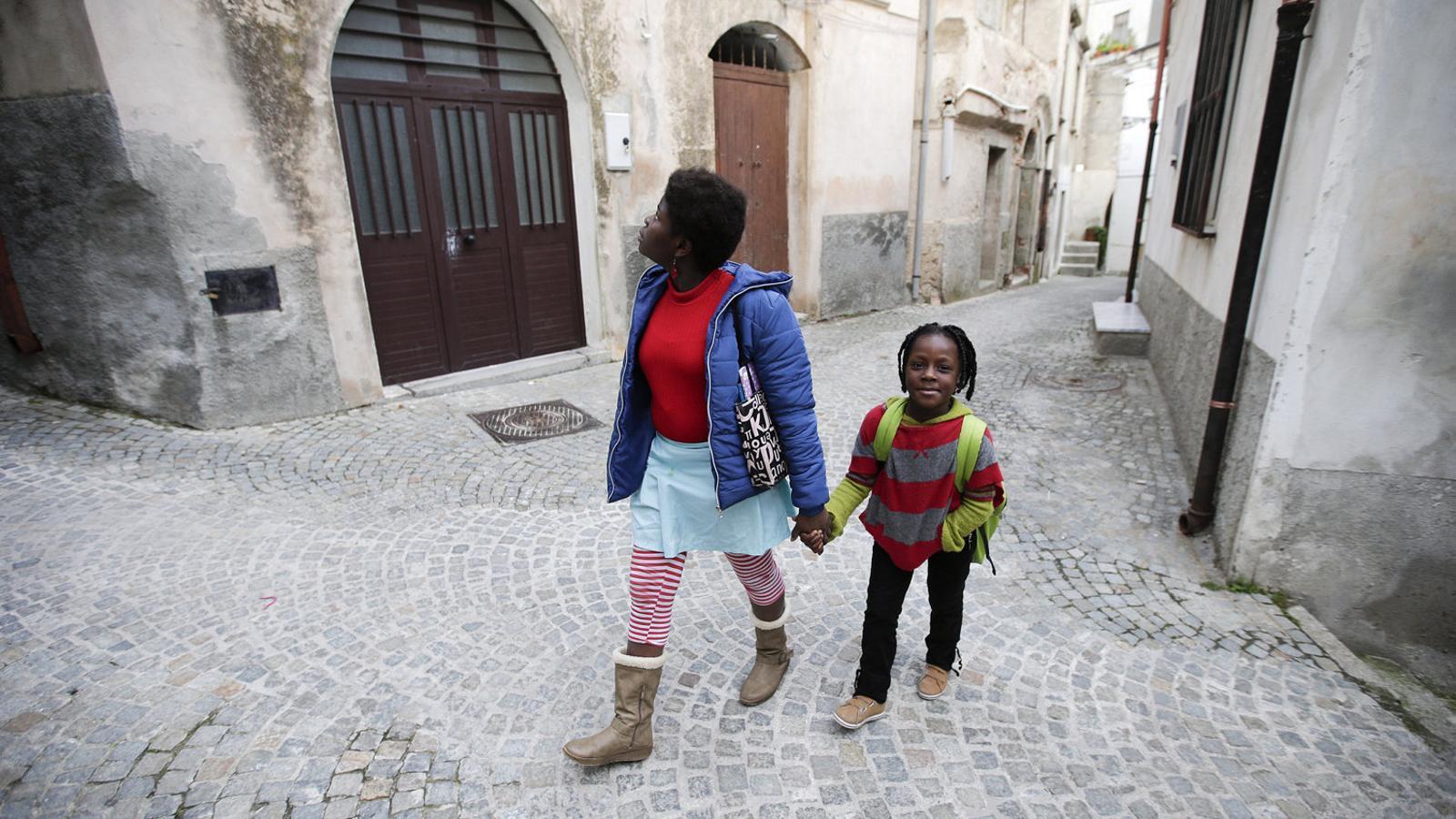 El poble de Calàbria que desafia el racisme de Salvini