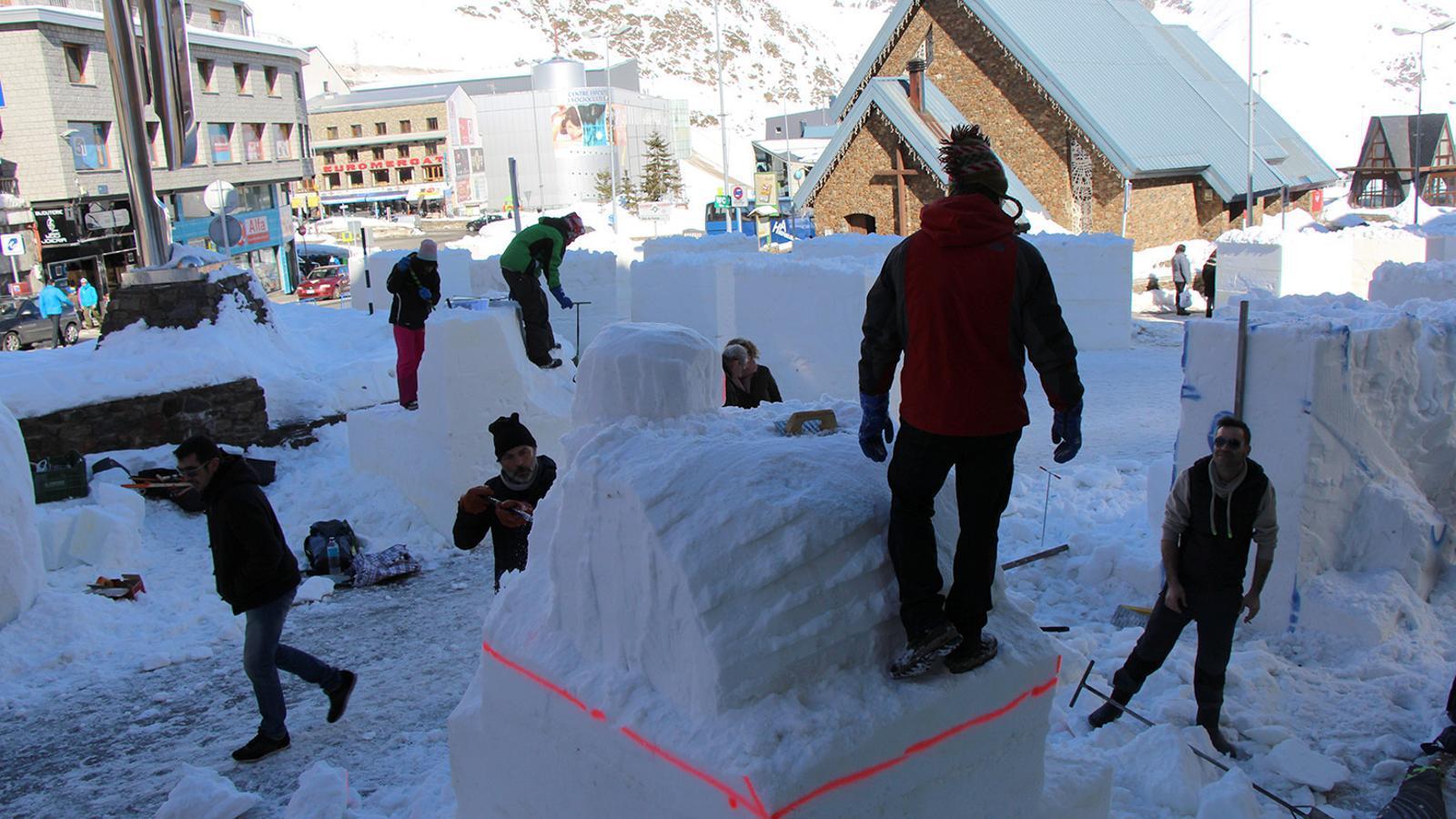 Un grup de participants en el concurs d'escultures de gel de l'any passat. / ARXIU ANA