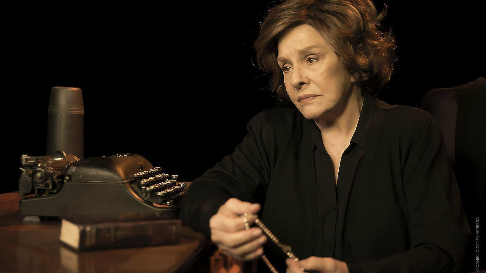 Lola Herrera va començar a interpretar Cinco horas con Mario l'any 1979.