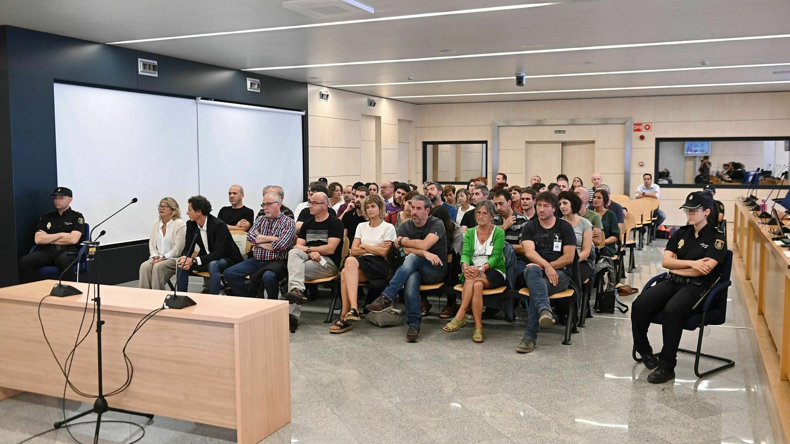 Els 47 membres acusats de col·laborar amb ETA pacten amb la Fiscalia una rebaixa de penes