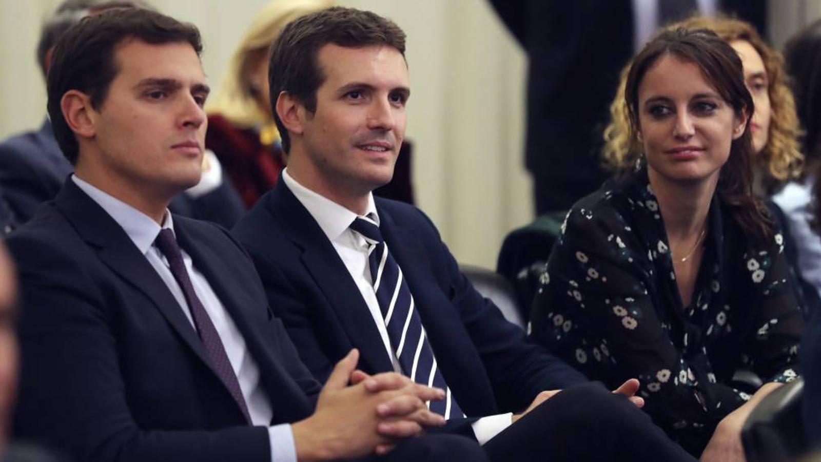El nou president del PP, Pablo Casado, i el líder de Ciutadans, Albert Rivera, de costat en una imatge d'arxiu