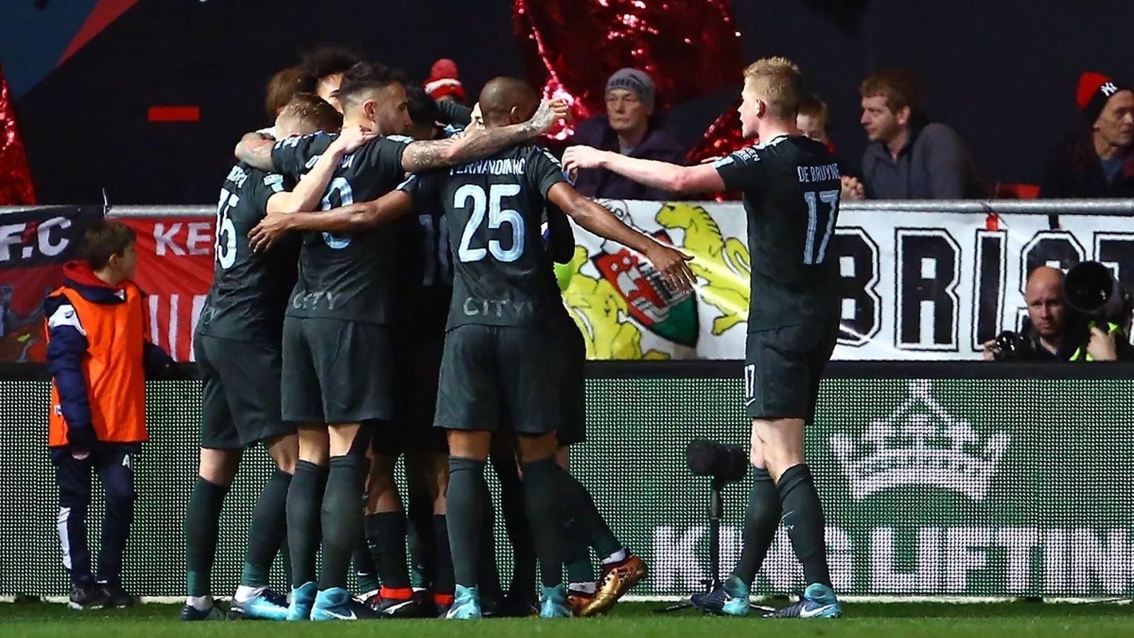Els jugadors del Manchester City, celebrant el primer gol contra el Bristol