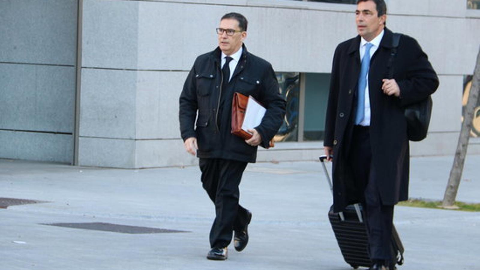 L'exdirector general dels Mossos Pere Soler i l'advocat Jaume Alonso-Cuevillas, arribant a l'Audiència Nacional / TANIA TAPIA / ACN