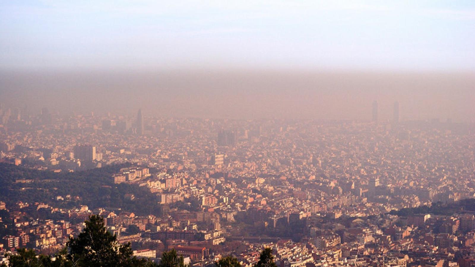 Barcelona crea un pla per reduir un 45% les emissions l'any 2030