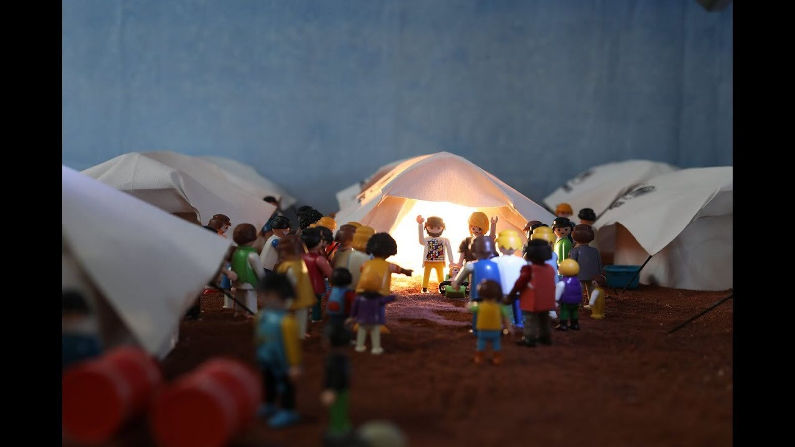 Pessebre de Francesc Mateu inspirat en el camp de refugiats de Lesbos