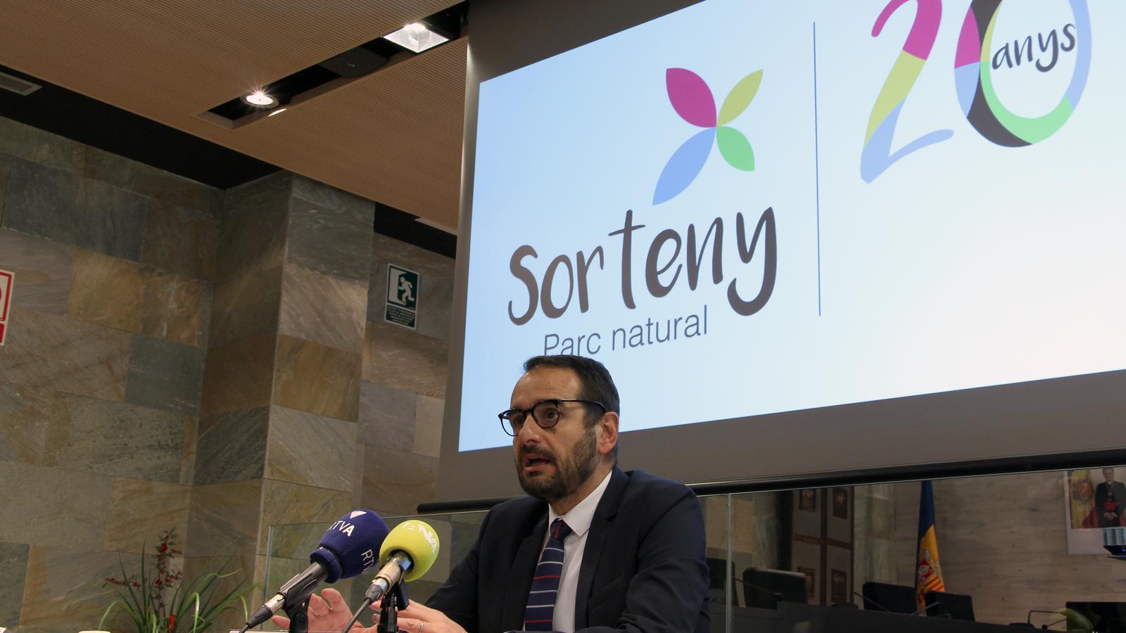 El conseller de Turisme, Esports i Dinamització del comú d'Ordino, Jordi Serracanta, presenta els actes previstos pel 20è aniversari del Parc natural de Sorteny. / C. G. (ANA)
