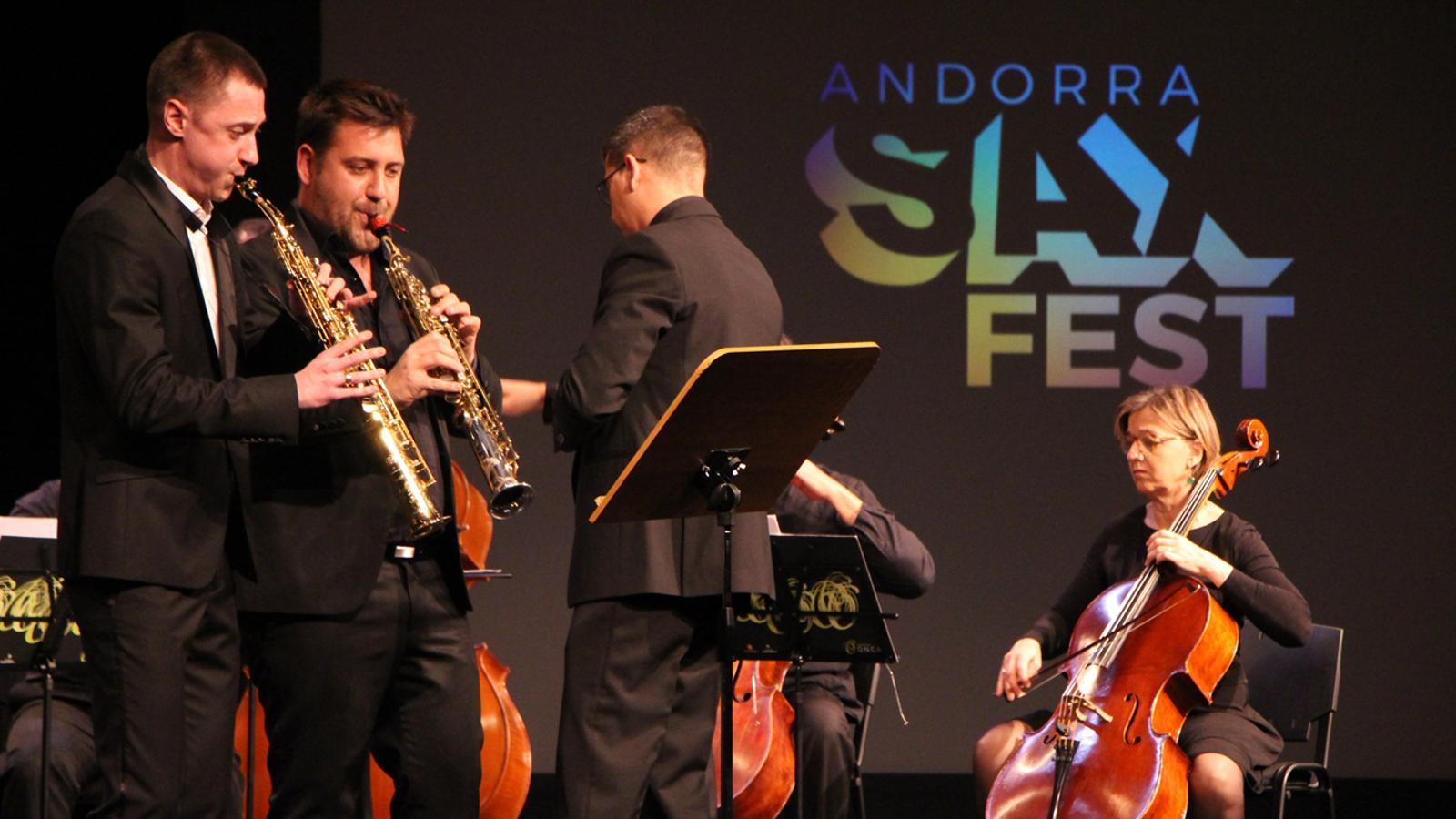 L'ONCA, amb els saxofonistes Christophe Grèzes i Nikita Zimin. / T. N. (ANA)