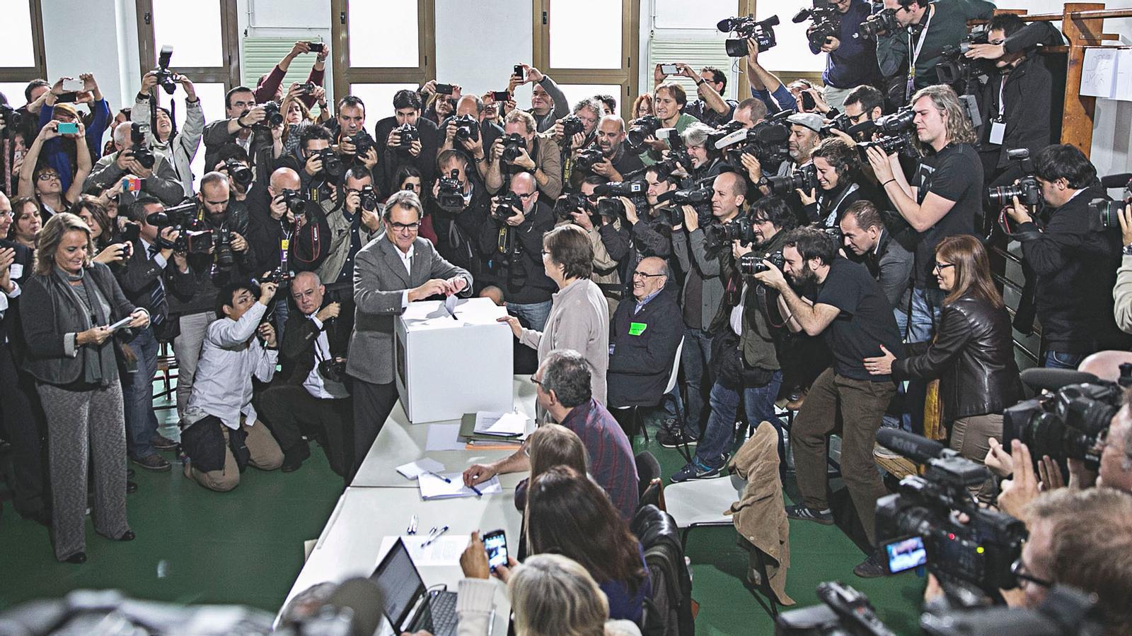 L'anàlisi d'Antoni Bassas: '4,9 milions d'euros contra 2,3 milions de vots'