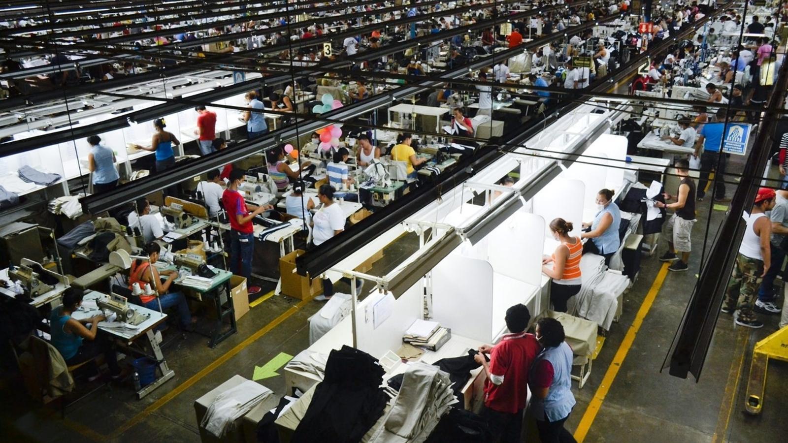La meitat del salari mundial, en mans del 10% dels treballadors