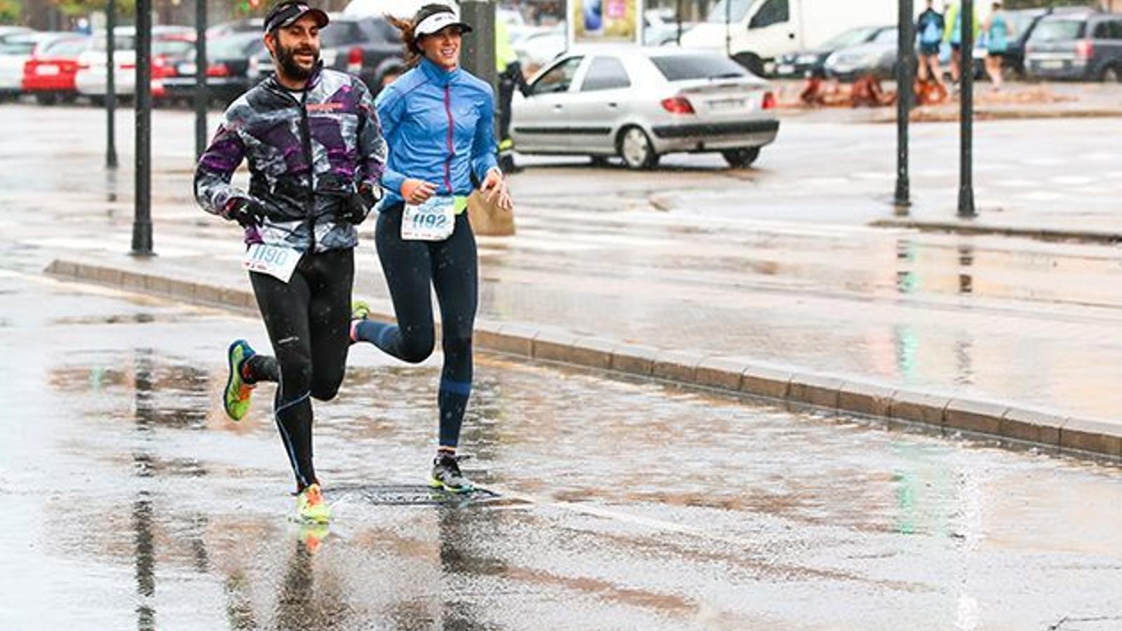 Quins beneficis té córrer quan plou?