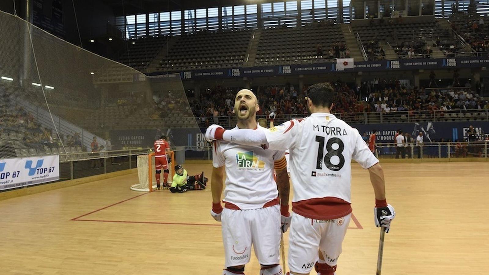 Raül Marín i Marc Torra celebrant un gol a la Final Four de la Copa d'Europa de la temporada passada