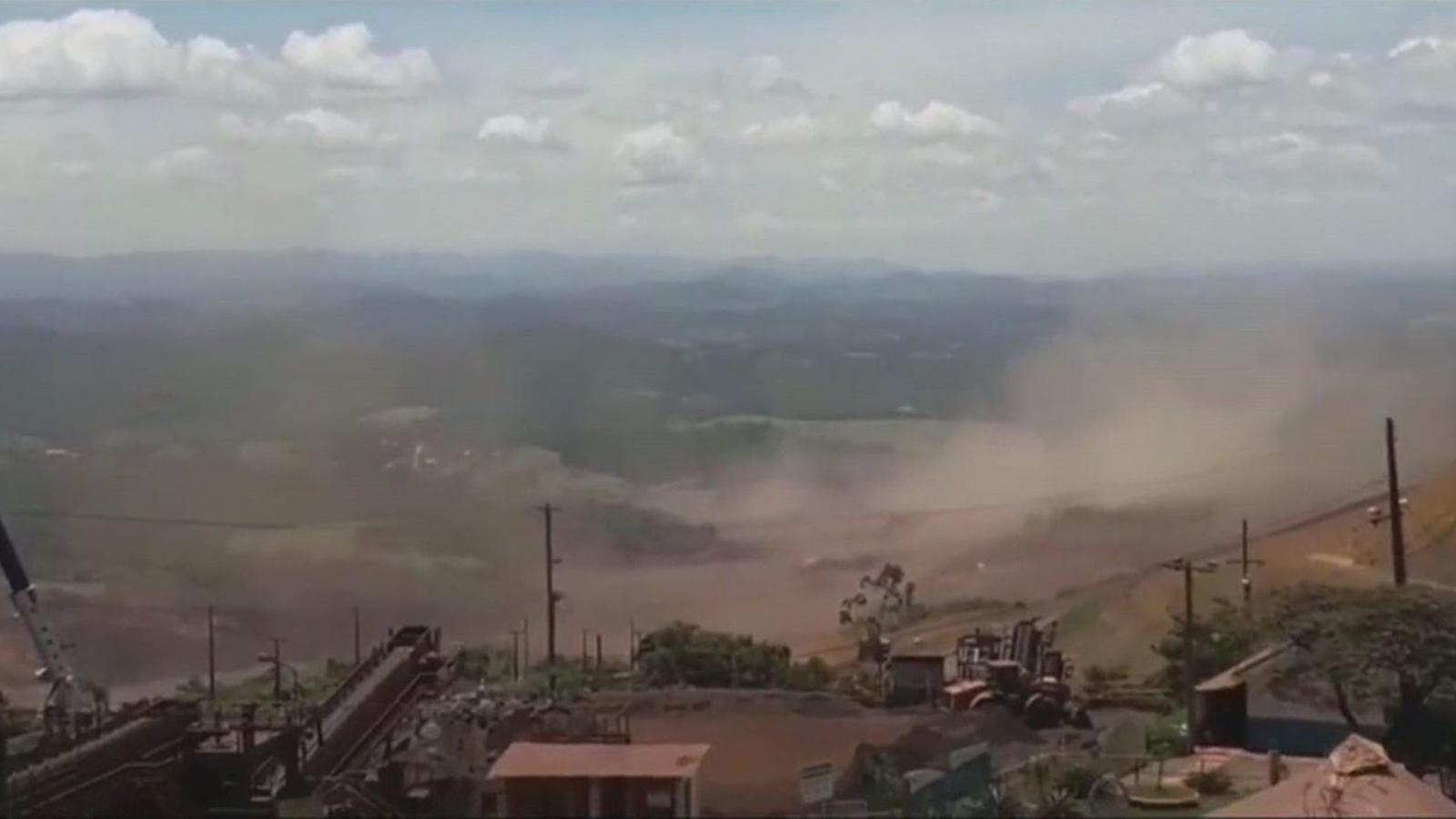 Una presa de la gegant minera, Vale, es trenca i forma un riu de fang que inunda una ciutat del Brasil