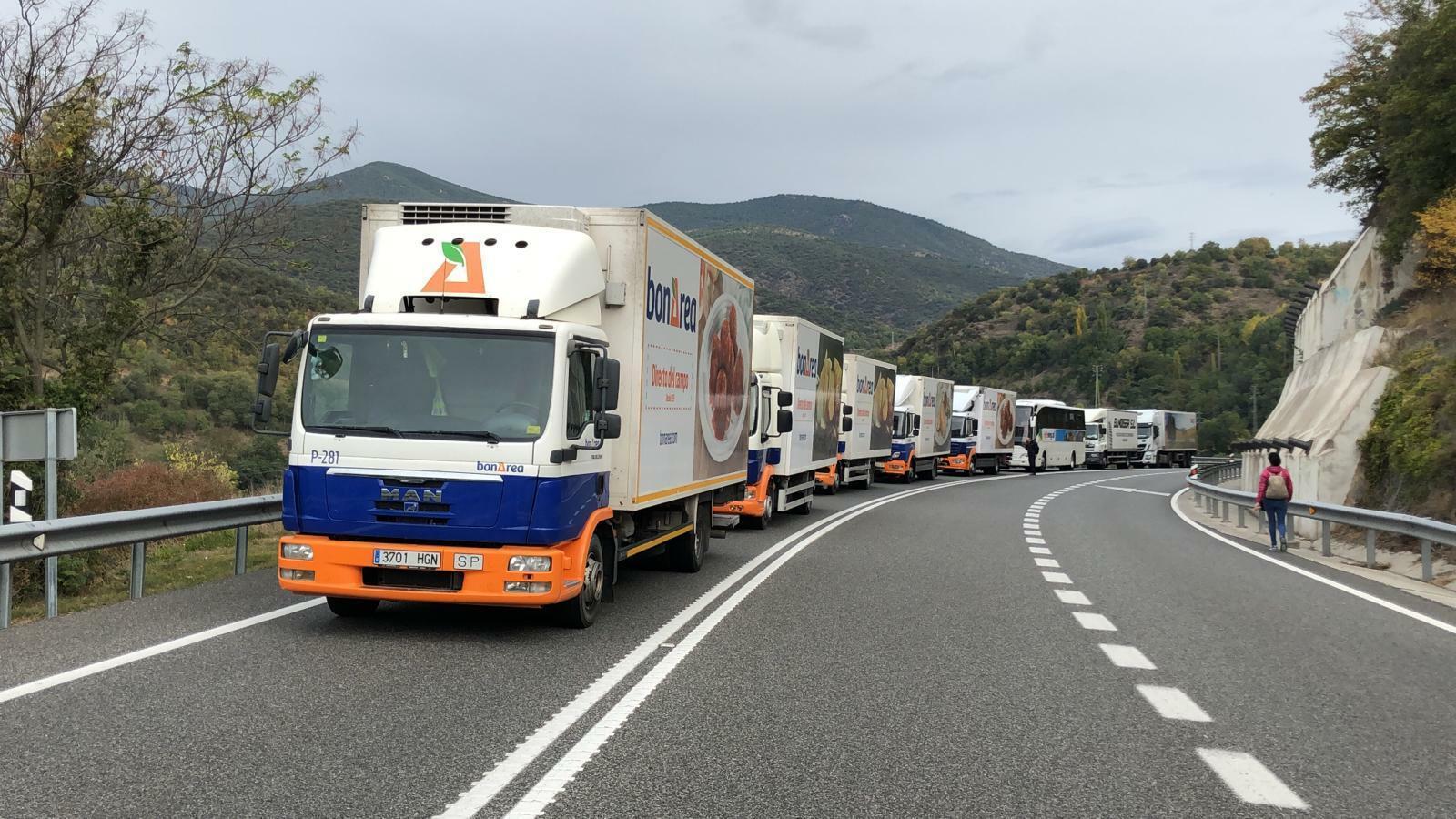 Camions aturats a la N-145. / A. S.