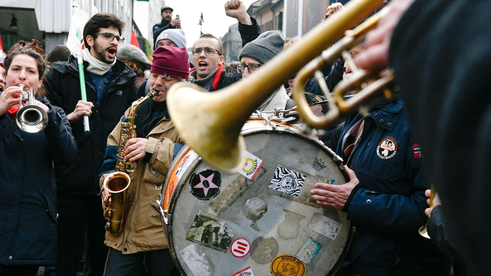 Itàlia es manifesta dividida pel feixisme en la recta final de la campanya