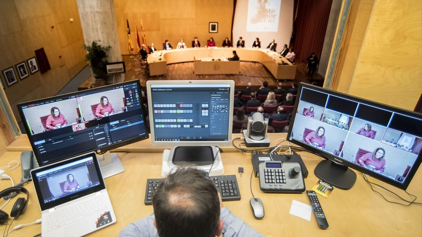 El saló de plens del Consell s'ha omplert per sentir el discurs de la presidenta de Menorca per Sant Antoni.
