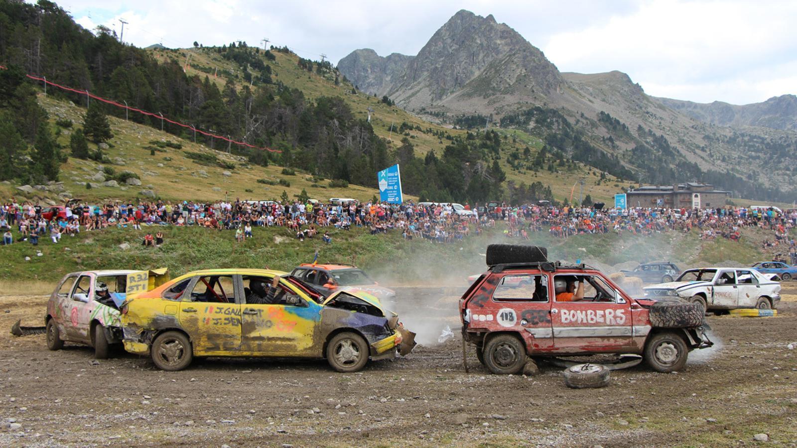 Resum de la 'Crash Car', celebrada aquest dilluns a Grau Roig