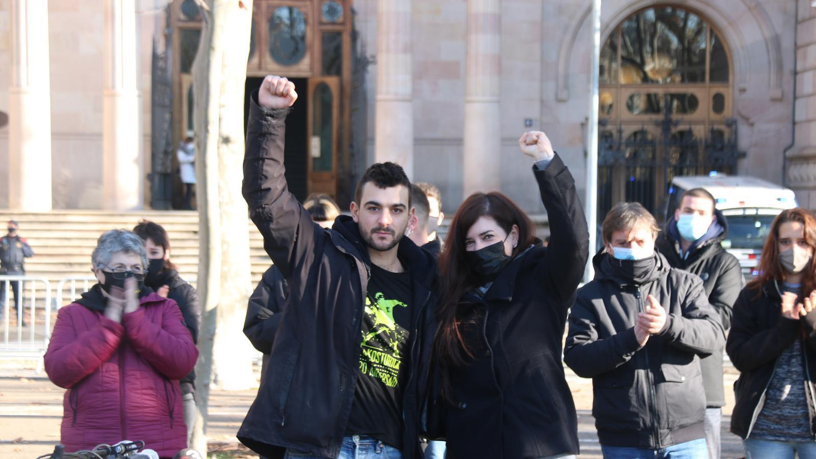 Adrià Carrasco i Tamara Carrasco, a les portes del TSJC  aquest dilluns