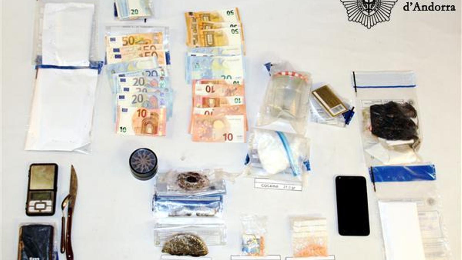 El material confiscat per la policia durant l'actuació policial. / POLICIA D'ANDORRA