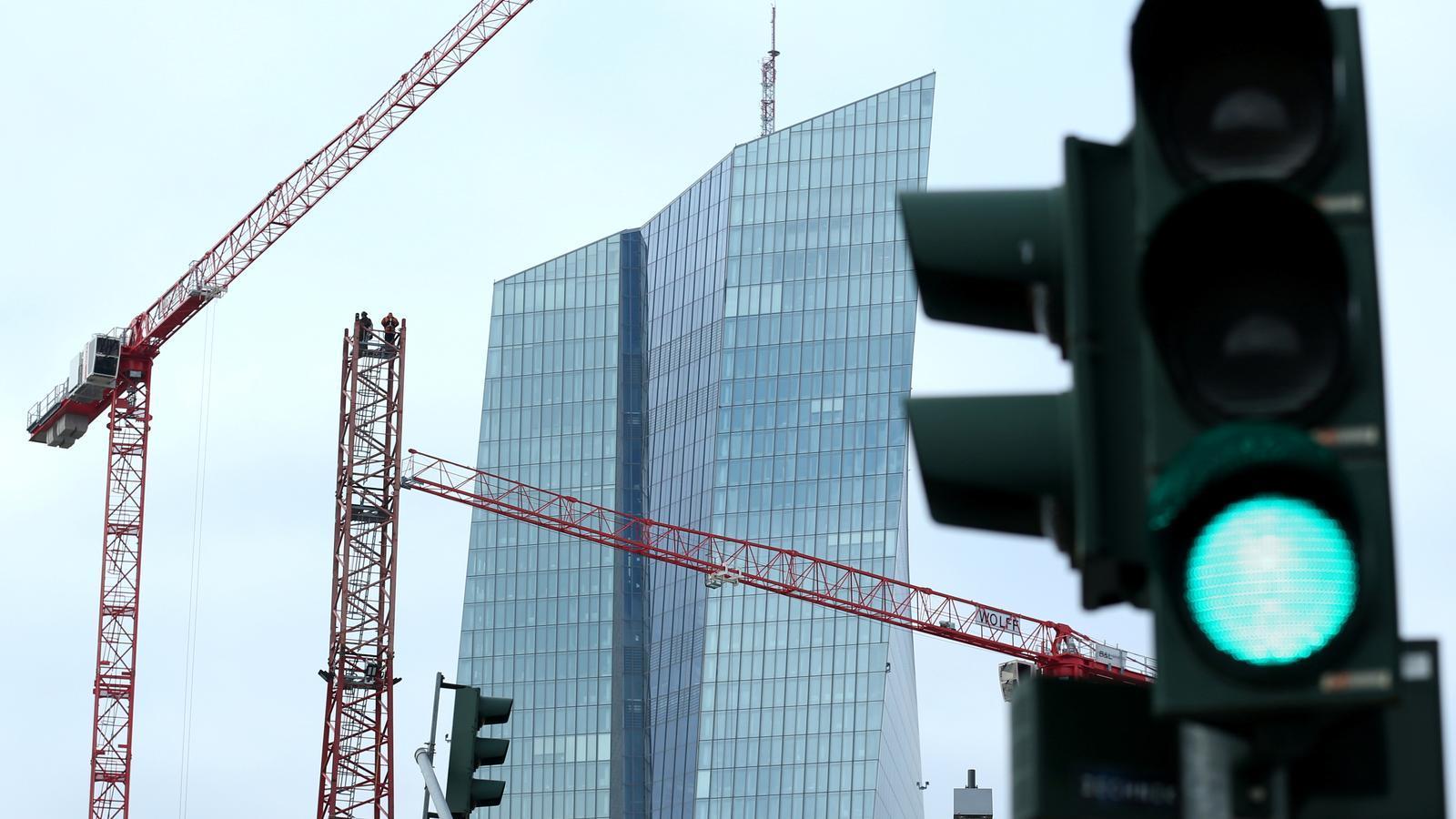 La seu a Frankfurt del BCE, que ha donat llum verda a abolir els topalls per comprar deute dels països de la zona euro.