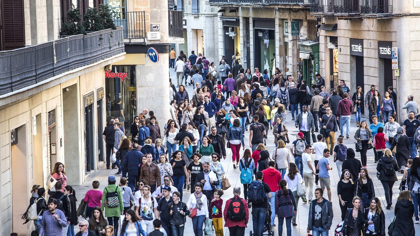 Tot i la suspensió de la llei catalana d'horaris comercials, prop d'un 70% dels comerços l'han continuat aplicant el primer trimestre del 2015.