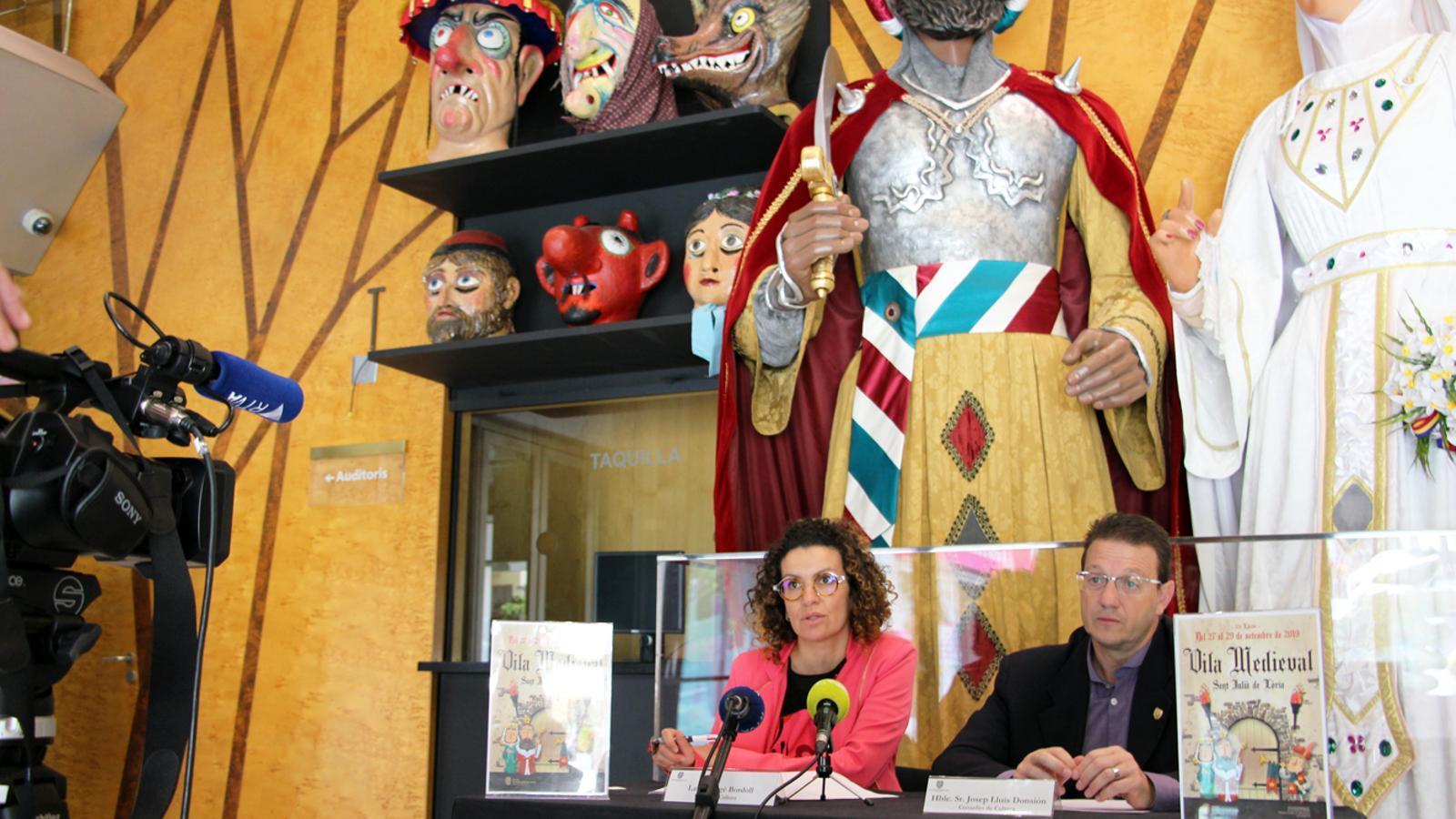 La cap de Cultura, Laura Rogé, i el conseller de Cultura, Josep Lluís Donsión presenten les novetats de la 17a edició de la Vila Medieval de Sant Julià de Lòria. / T. N. (ANA)