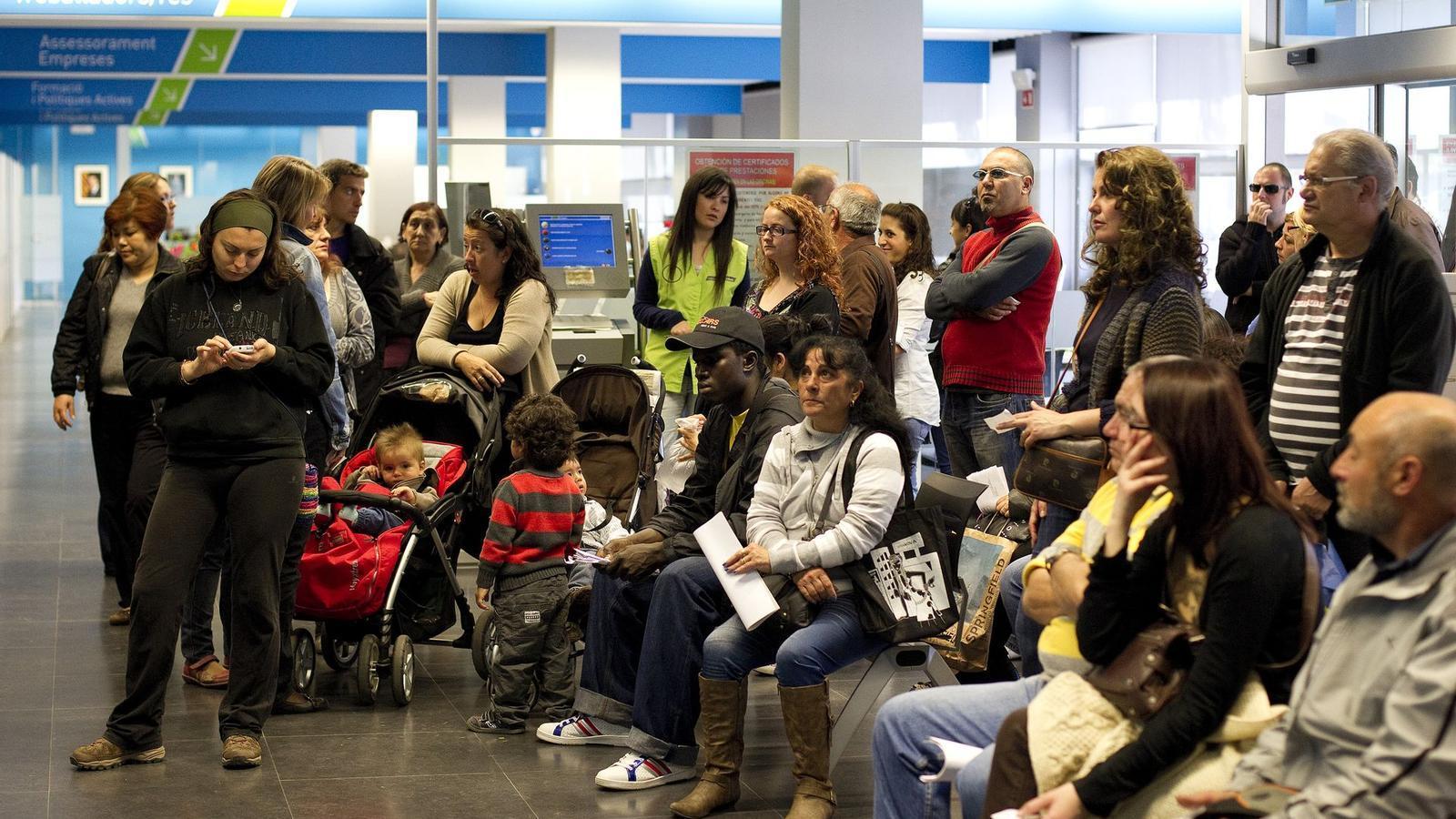 L 39 atur baixa a catalunya en persones al desembre i for Oficinas soc barcelona