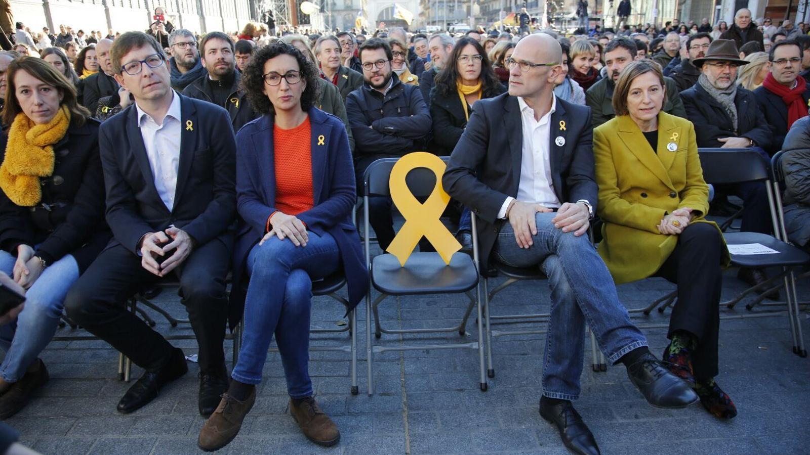 Una cadira buida amb un llaç groc ha reivindicat la llibertat de Junqueras al míting central d'ERC